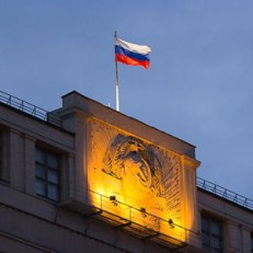 480px-Moscow_Russia_Flag_and_Hammer_and_Sickle